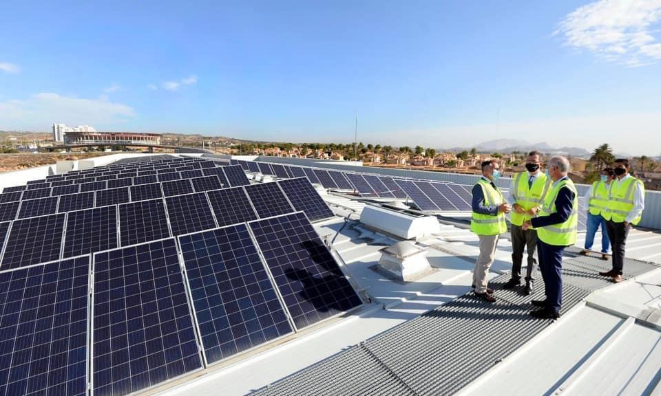 Murcia evita la emisión de cerca de 75 toneladas de CO2 a la atmósfera cada año gracias a las placas solares del tranvía